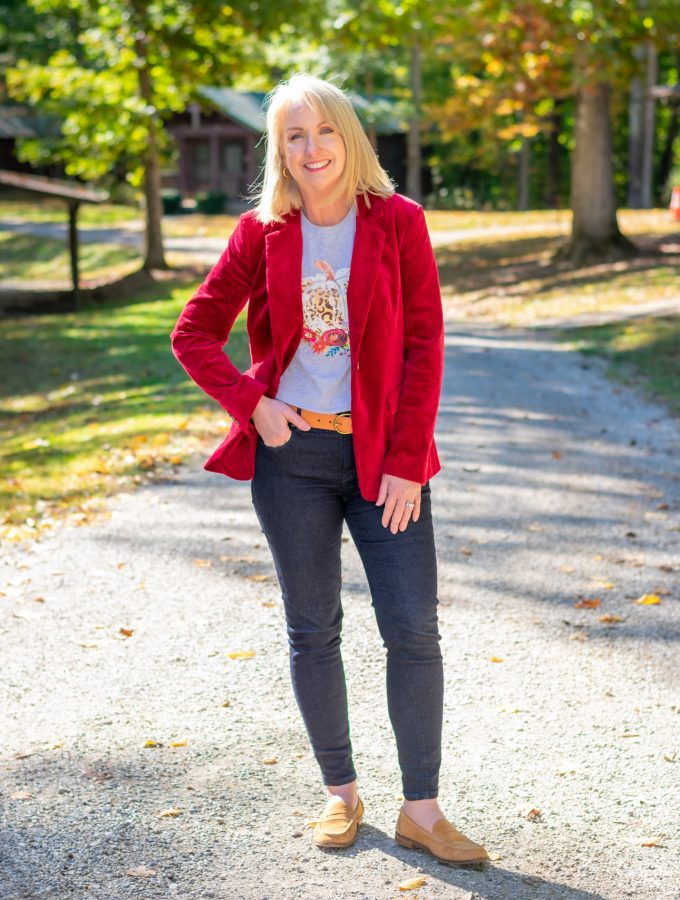Fall T-shirt with jeans and corduroy jacket