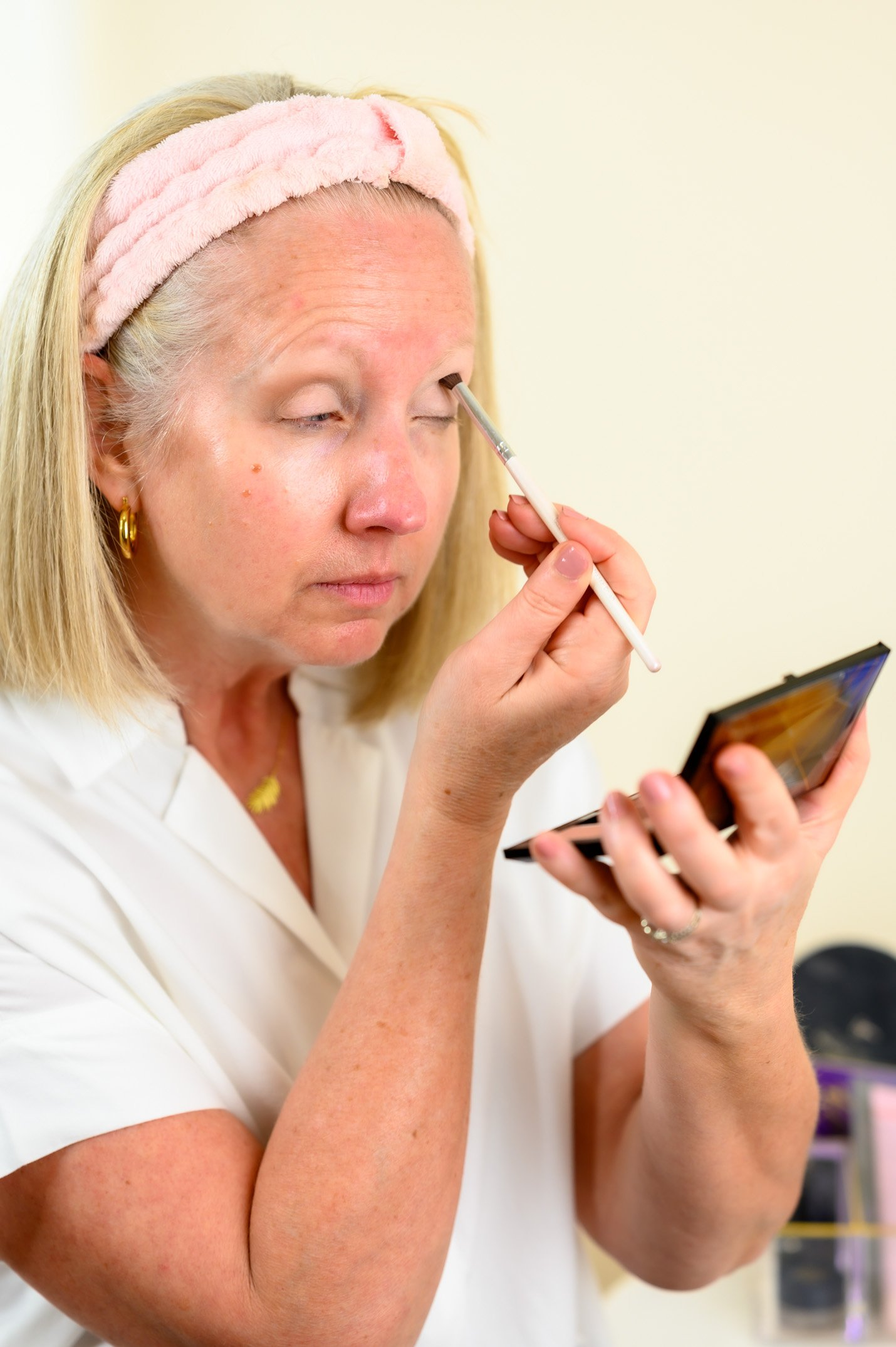 Simple Everyday Makeup Eye Shadow Application