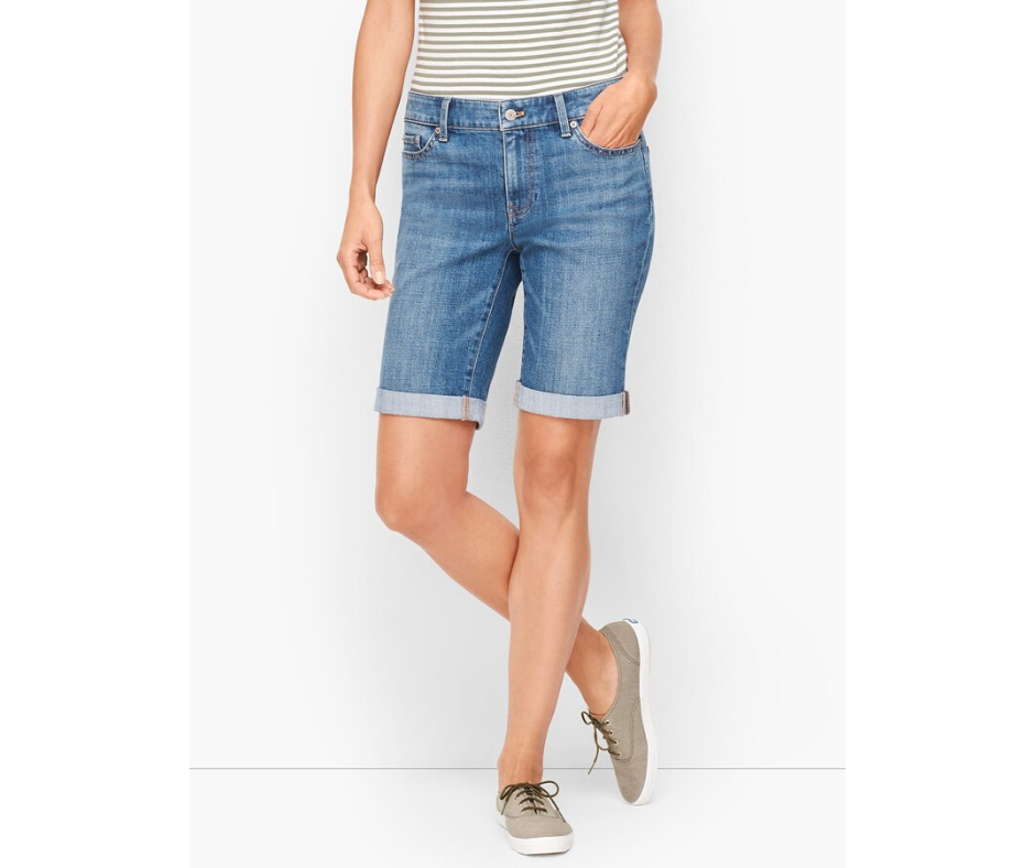 Girlfriend Denim Shorts in Ryder Wash